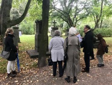 Dr. Rudolf Liesenfeld verstand es, von jedem Grab die Geschichten dahinter zu erzählen.o